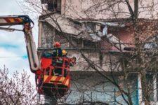 В многоэтажке Киева обвалились балконы