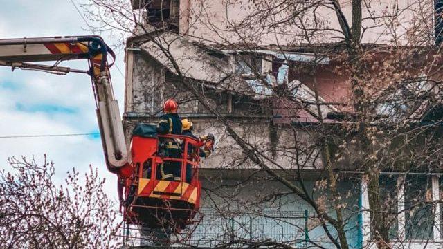 У багатоповерхівці Києва обвалилися балкони