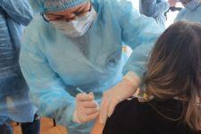 В Киеве начали вакцинацию препаратом Pfizer/BioNTech