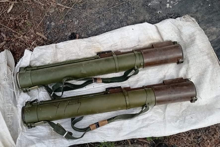 """Протитанкові гранати та набої: на Луганщині знайшли схованку з боєприпасами """"ЛНР"""""""