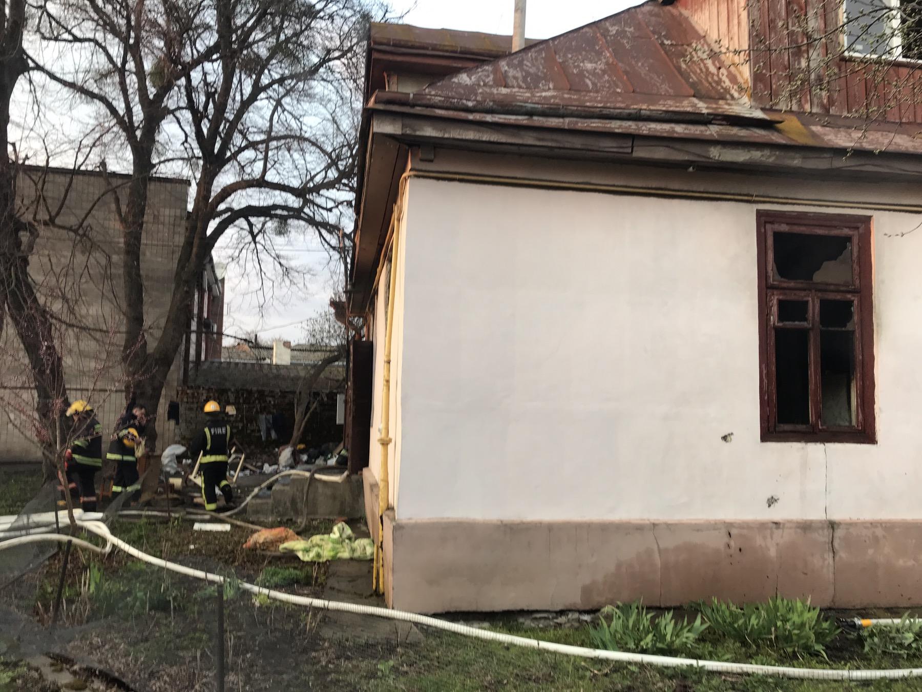 Пожежа в житловому будинку Луцька: рятувальники виявили три тіла