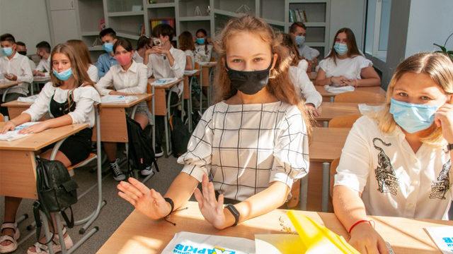 Желтая зона в Украине: какие области решили закрыть школы на карантин