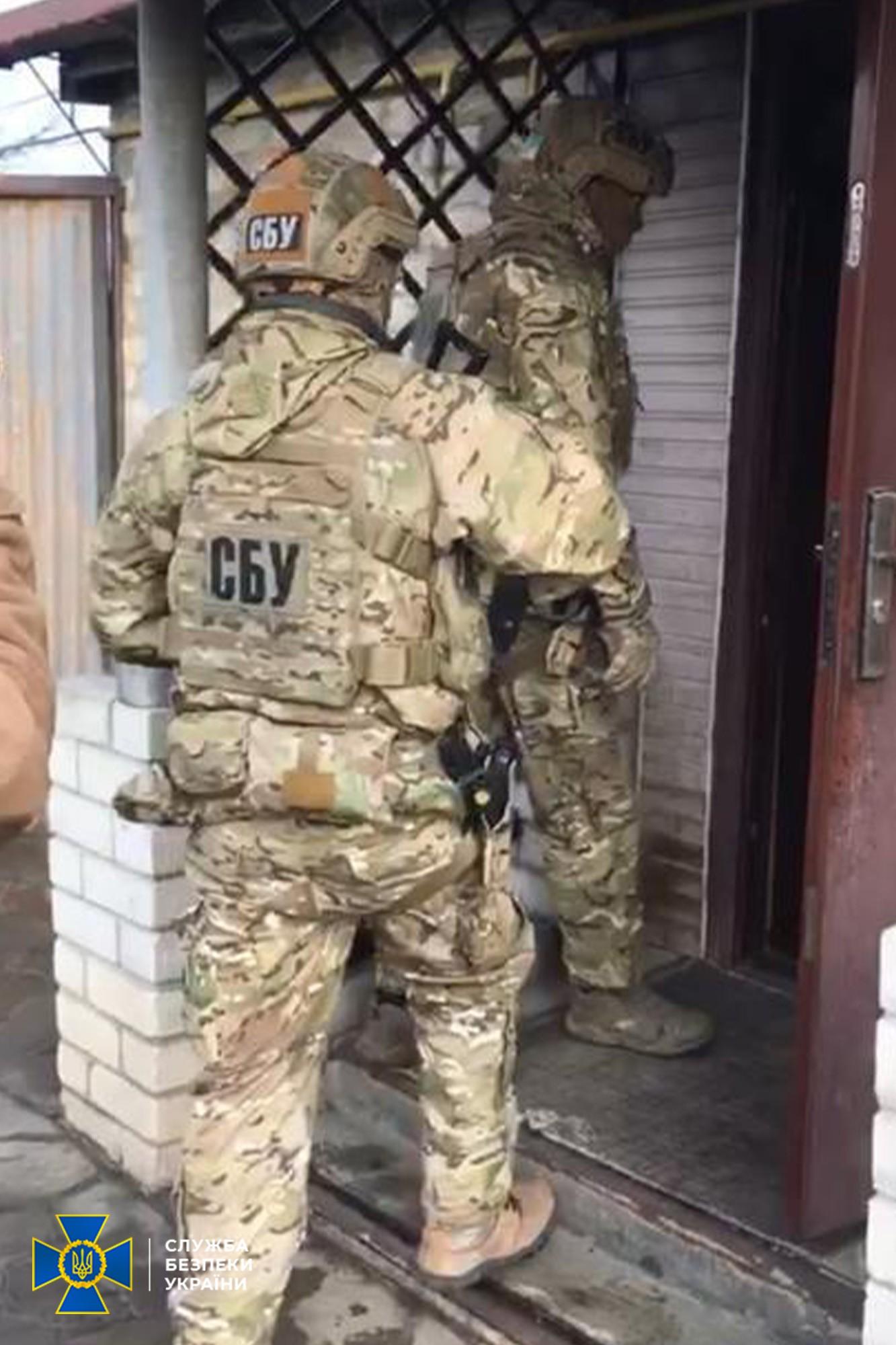 """Хотіли отруїти військових ЗСУ: СБУ припинила діяльність агентів """"ЛНР"""""""