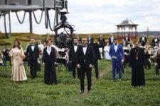 Украинские звезды и два хора: Пономарев снял клип к Пасхе