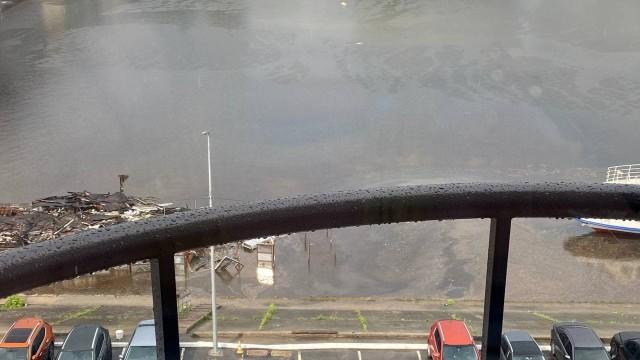 Погода в Києві – після грози провалився асфальт під Мерседесом