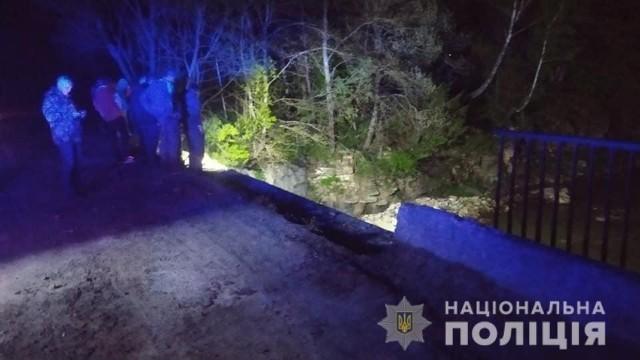 ДТП_Івано-Франківськ_вантажівка впала в річку