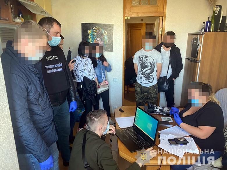 В Києві чоловік пропонував інтимні послуги своєї 11-річної доньки