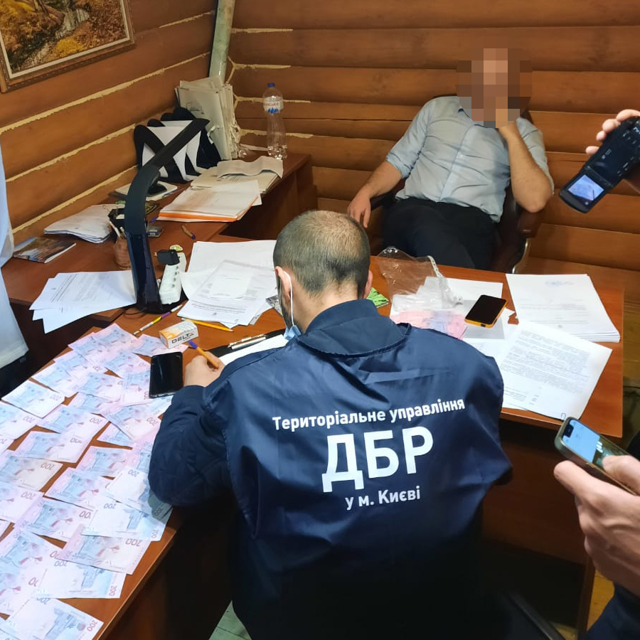 У Києві затримали на хабарі керівників Конча-Заспи і Голосіївського парку