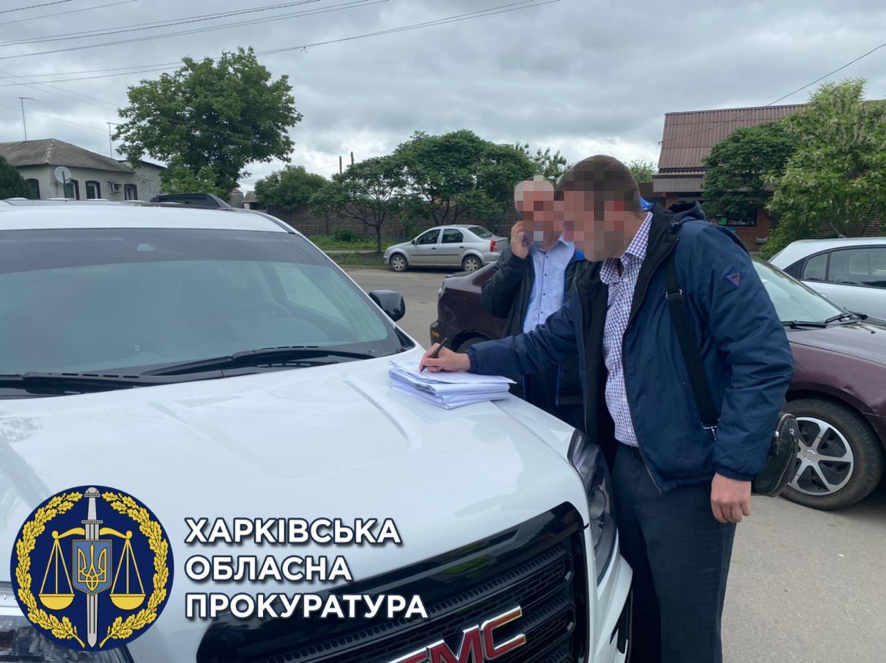 Закрив очі на самозахоплення землі: на Харківщині затримали чиновника Держгеокадастру