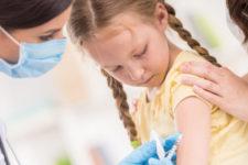 В Україні дозволили вакцинувати від Covid-19 дітей від 12 років