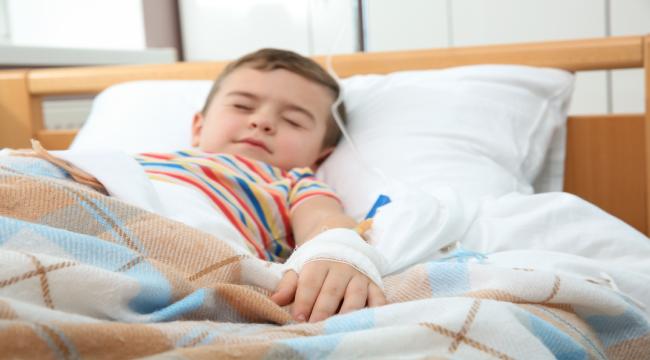 Впав із шафи: у Дніпрі дитині ножем пробило череп