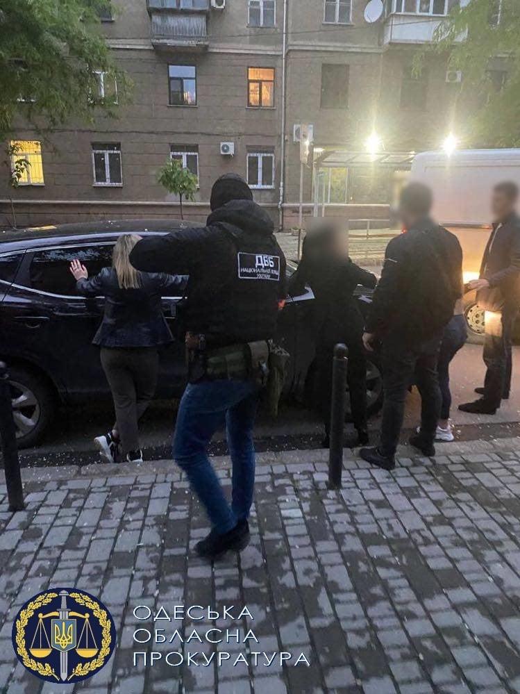 У центрі Одеси затримали правоохоронців-сутенерів, які продавали послуги повій