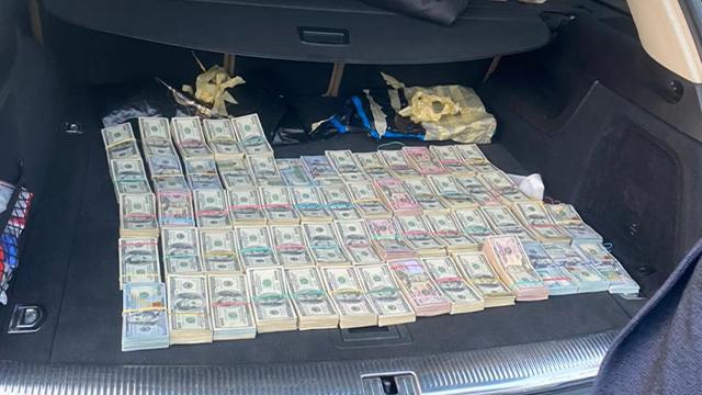 У начальника митної служби на Волині вилучили понад $700 тис. – ФОТО