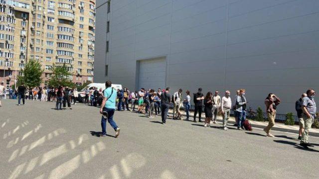 Подвійна черга: у Києві вакцинують від Covid-19 всіх охочих