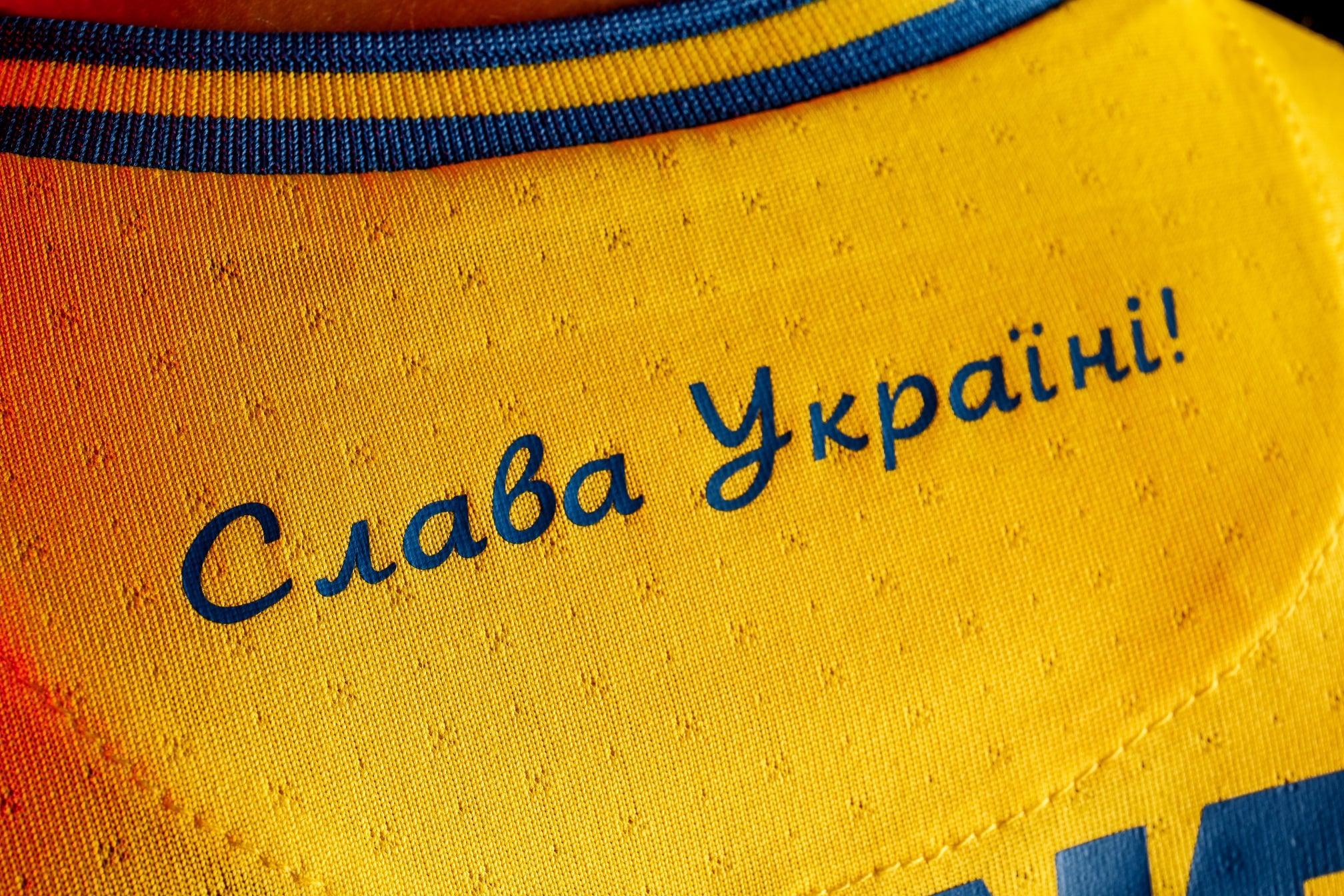 Карта країни, тризуб та Слава Україні: гравці збірної представили нову форму команди