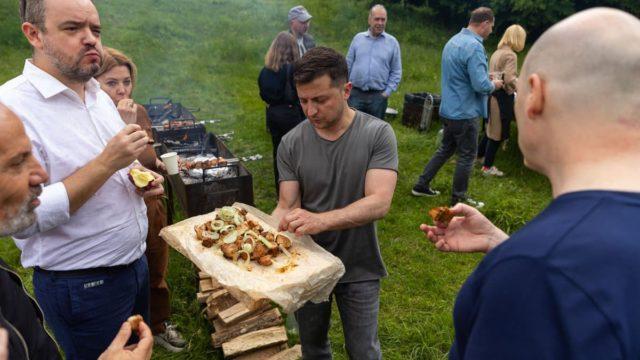 Вы делаете Украину лучше: Зеленский поздравил журналистов с праздником