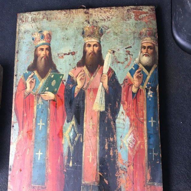 На кордоні затримали українця з трьома іконами, який прямував у Росію