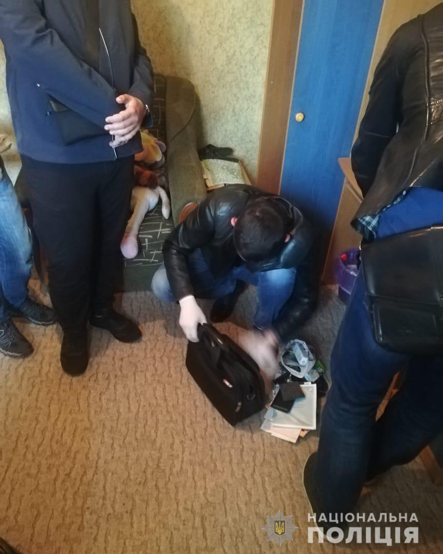 В Одесі затримали 24-річного чоловіка за розбещення та зґвалтування неповнолітньої