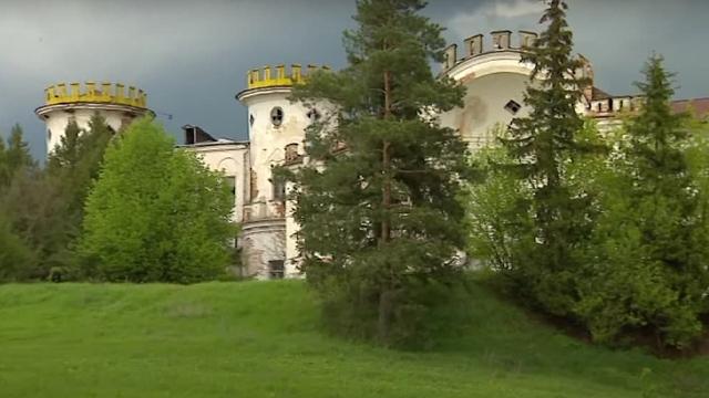 Міг стати туристичною перлиною краю: на Чернігівщині руйнується палац Рум'янцева