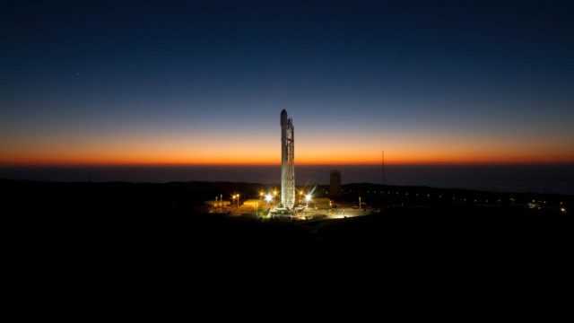 NASA повністю зібрало ракету, яка доставить астронавтів на Місяць