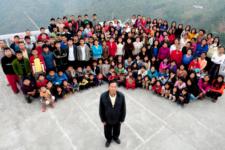 Имел 38 жен и 89 детей: в Индии умер глава самой большой семьи в мире