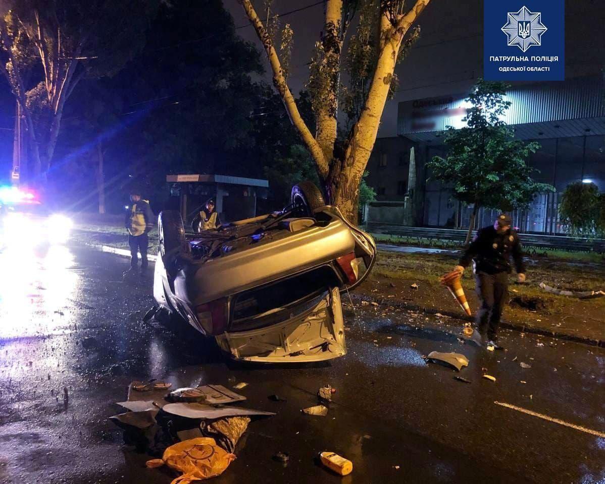 ДТП в Одесі: одне авто розірвало навпіл, інше – перекинулося