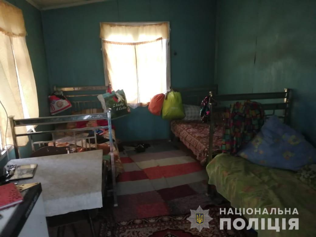 Під Києвом в яму вуличного туалету впали двоє дітей, 10-річна дівчинка загинула