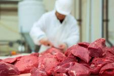 Как употребление красного мяса связано с риском инсульта — ученые