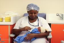 В ЮАР женщину, которая родила сразу 10 младенцев, муж обвиняет во лжи