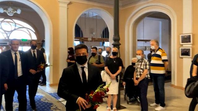 Володимир Зеленський прийшов на прощання з Григорієм Чапкісом