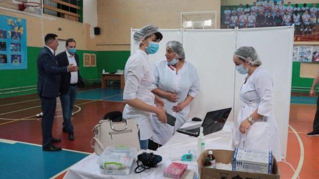 Коронавірус в Україні: в Івано-Франківську відкрили центр масової вакцинації