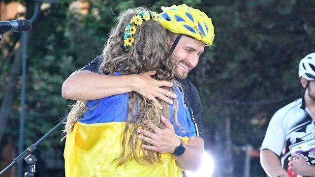 1000 км на велосипеде и концерты на площадях: НЕзалежний велотур Олега Собчука набирает обороты