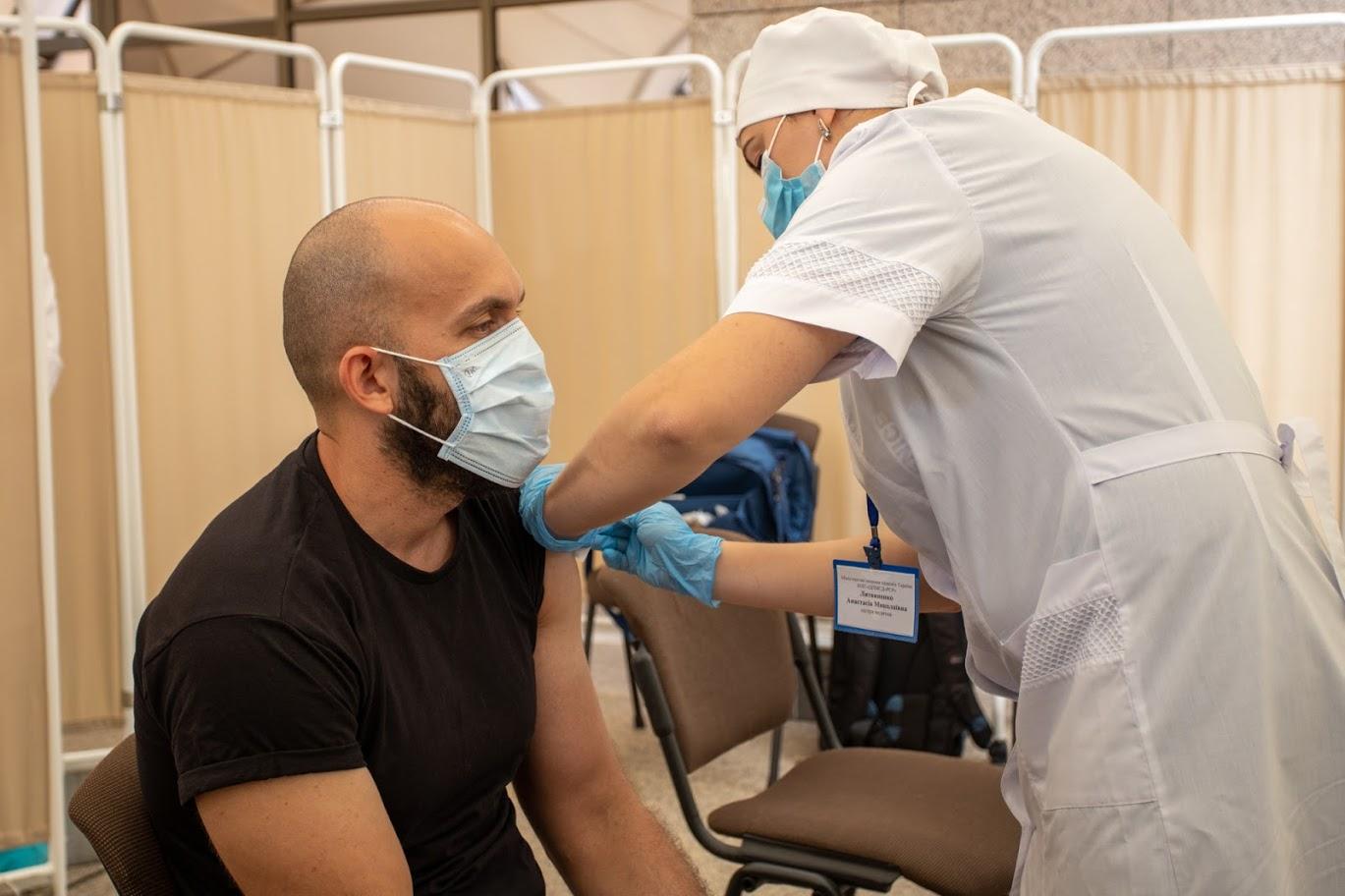 У Дніпрі відкрили центр вакцинації від коронавірусу