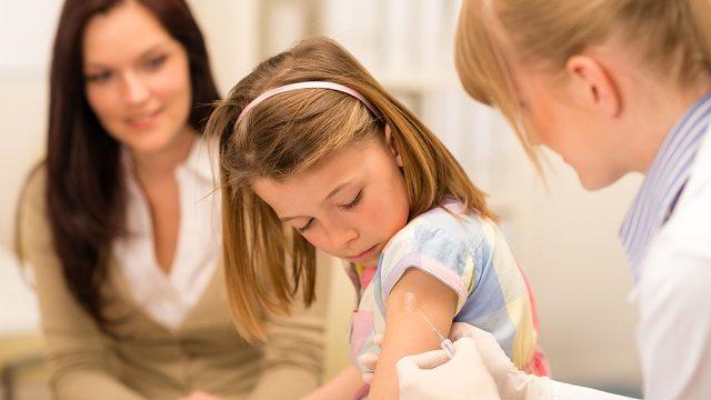 ВООЗ поки не рекомендує вакцинувати дітей від Covid-19
