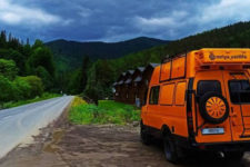 С газом и мойкой: как супруги из Киева построили дом на колесах за $5 тыс.