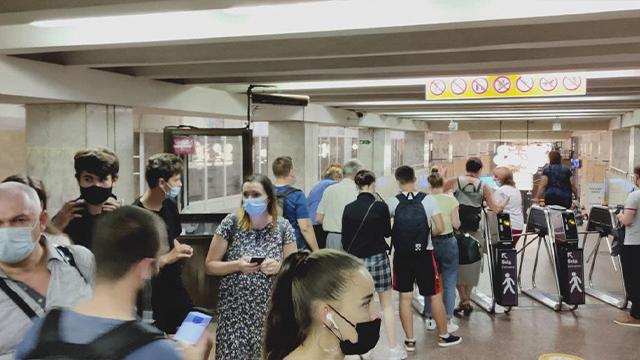 На станції метро Академмістечко не працюють турнікети та каси