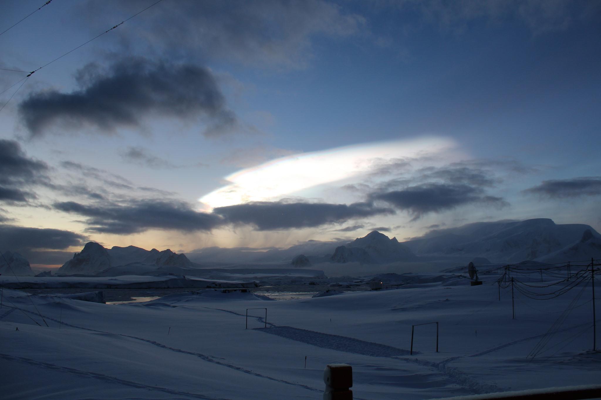 Над станцією Академік Вернадський зафіксували рідкісні перламутрові хмари (ФОТО)