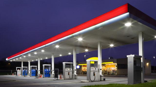 Що буде з цінами на бензин у жовтні: прогноз експерта