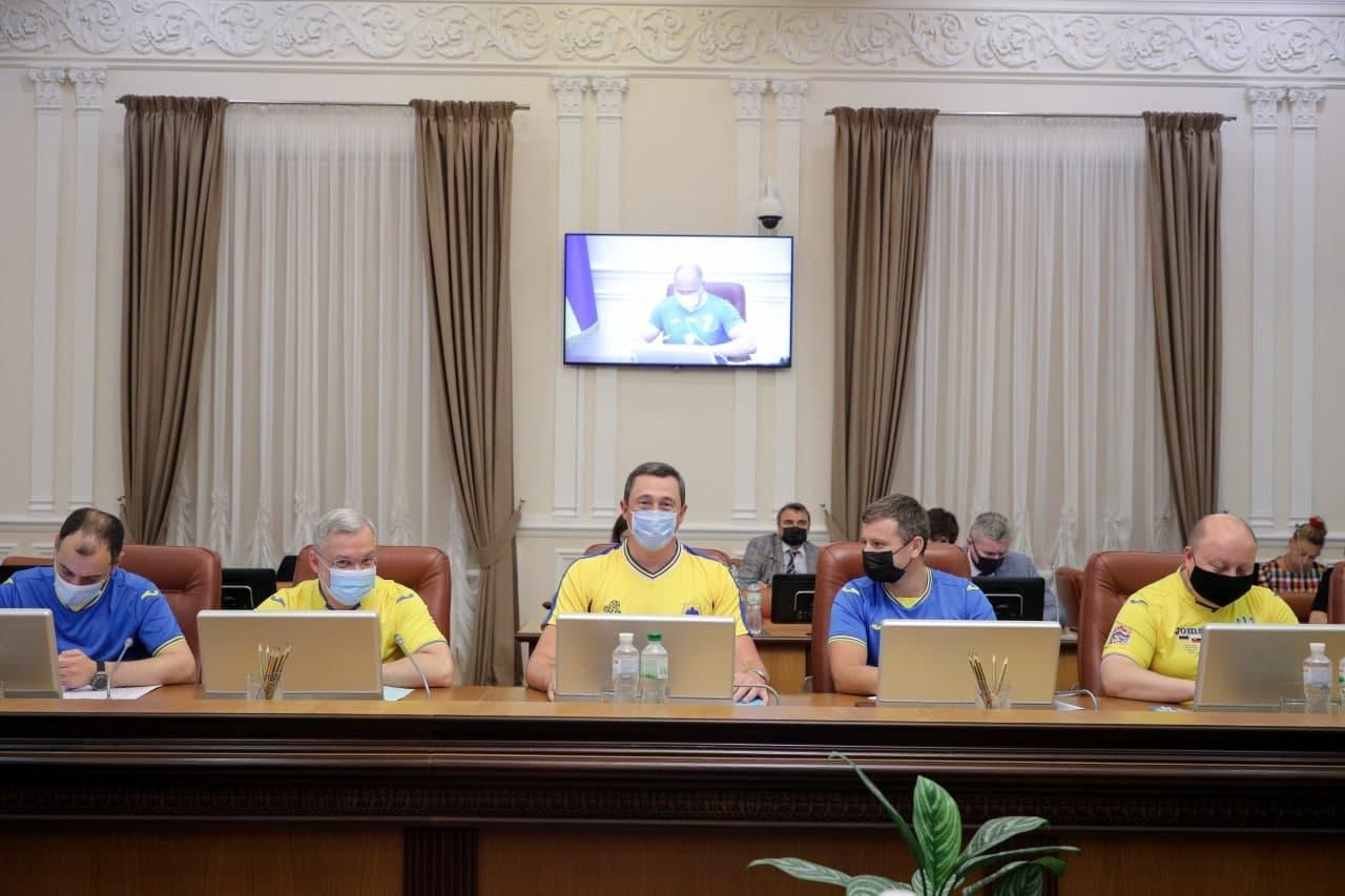 Вихід України в 1/4 фіналу Євро-2020: Кабмін прийшов на засідання у футболках збірної
