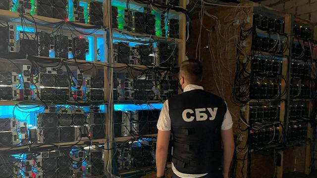 На Чернігівщині викрили добувачів криптовалюти, які могли залишити без світла весь район