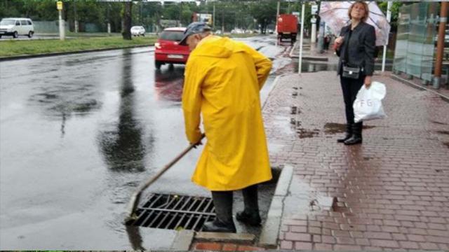 Потоп в Одесі: авто пливуть затопленими вулицями – ВІДЕО