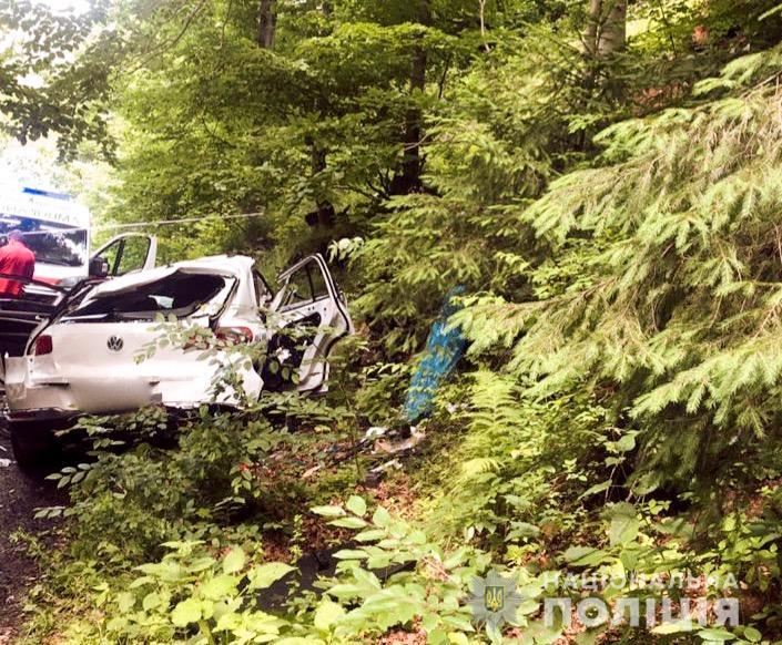 ДТП в Яремче: авто злетіло з гірської дороги в обрив (ФОТО)