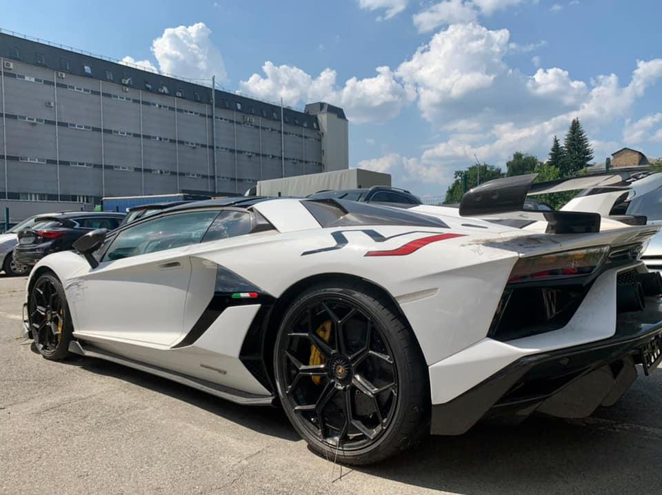 Елітний Lamborghini в Києві вилучили митники