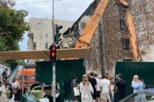 У Києві зносять фасад історичної будівлі Квіти України