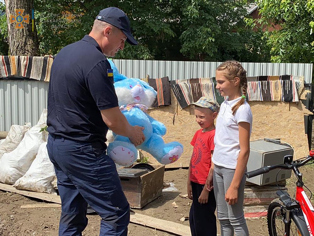 На Закарпатті 12-річна дівчинка врятувала чотирьох дітей від повені (ФОТО)