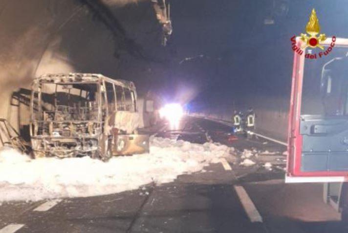 В Італії водій врятував 25 дітей під час пожежі в автобусі (ФОТО)