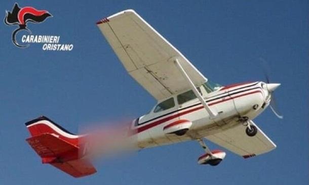 На Сардинії валіза із кокаїном на €9 млн впала з літака на дах будинку (ФОТО)