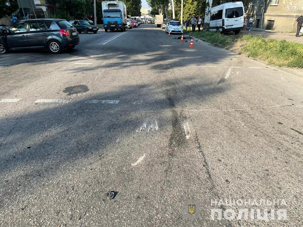 13 постраждалих: у Запоріжжі іномарка протаранила маршрутку