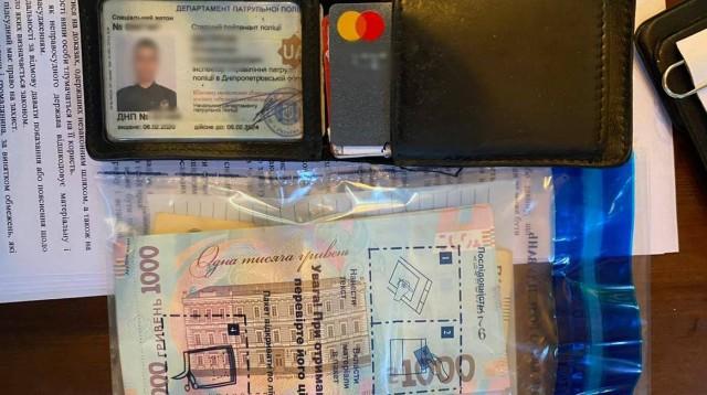 Затримання патрульного в Дніпрі за хабар