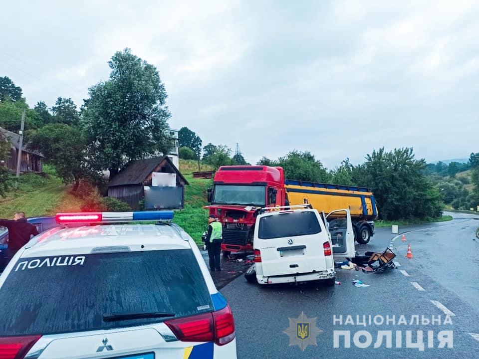 ДТП на Прикарпатті – постраждали шестеро дітей